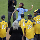 Mo'ne Davis throws out 1st pitch at World Series The Associated Press