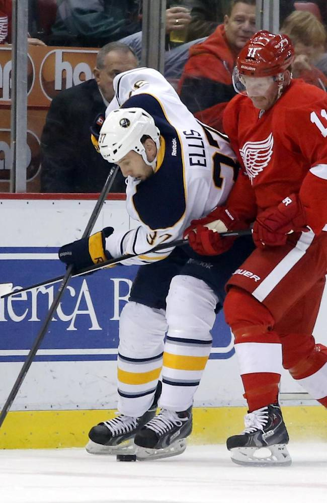 Red Wings hold off Sabres, 3-2