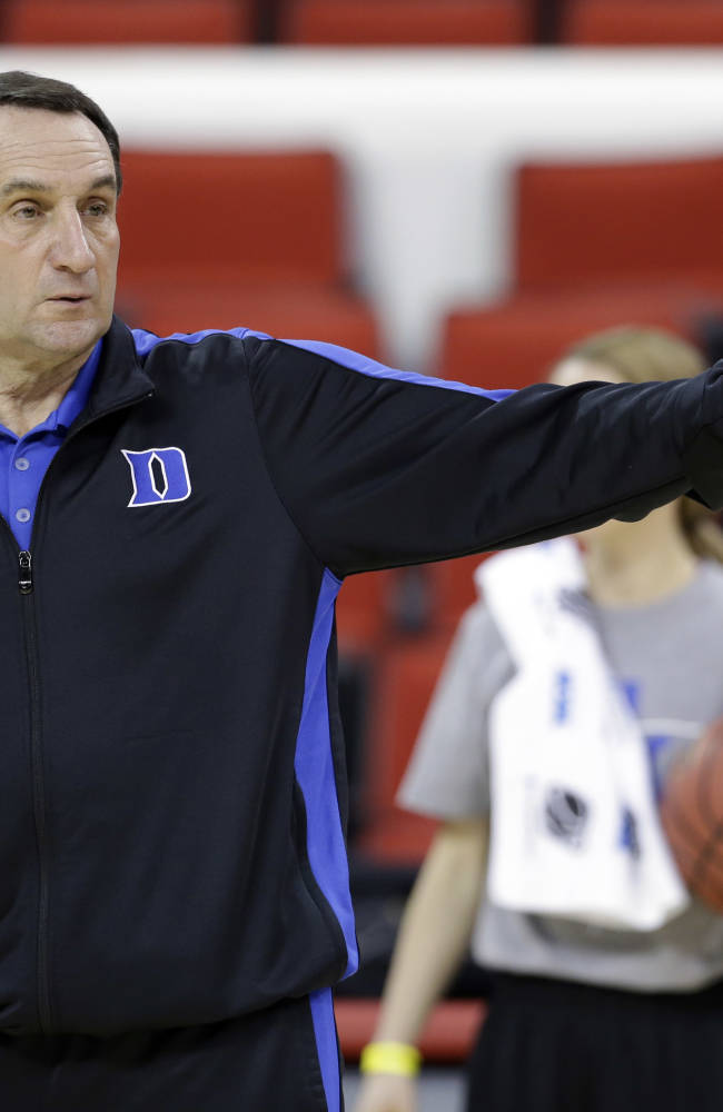 Defending champ UConn, Duke to meet