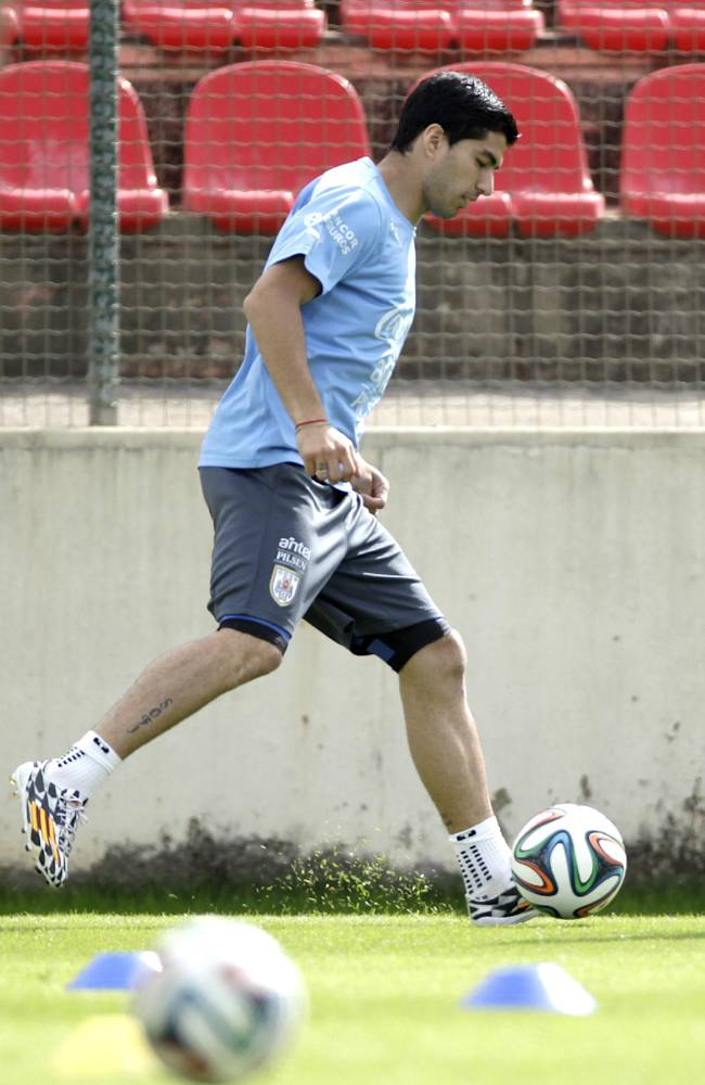Uruguay's Luis Suarez trains with his team at Arena do Jacare Stadium in Sete Lagoas, Brazil, Tuesday, June 17, 2014. Uruguay faces England on Thursday at the World Cup