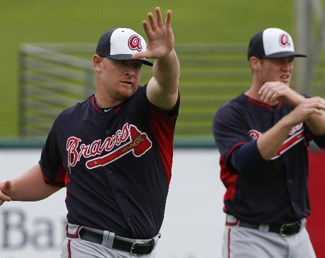 Atlanta Braves pitcher David Carpenter, left, warms up before an exhibition spring training baseball game against the Detroit Tigers in Lakeland, Fla.,  Thursday, Feb. 27, 2014