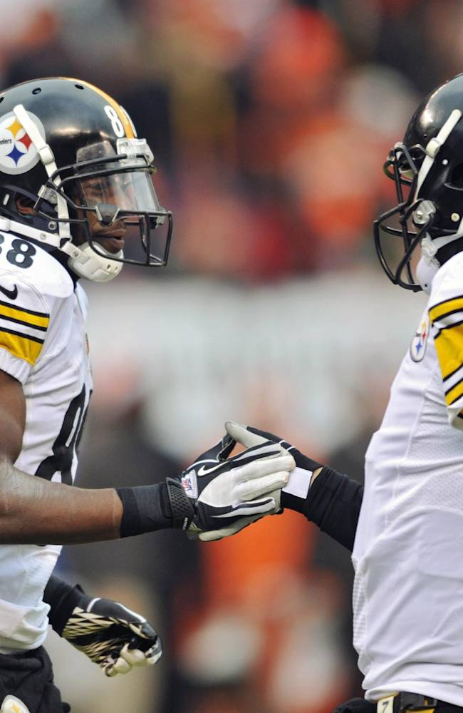 Pittsburgh Steelers wide receiver Emmanuel Sanders (88) is congratulated by quarterback Ben Roethlisberger after they connected on a 4-yard touchdown pass against the Cleveland Browns in the third quarter of an NFL football game on Sunday, Nov. 24, 2013