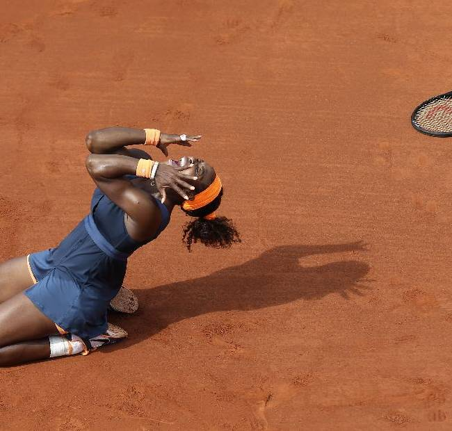 Serena Williams, of the U.S, celebrates as she defeats Russia's Maria Sharapova during the Women's final match of the French Open tennis tournament at the Roland Garros stadium Saturday, June 8, 2013 in Paris. Williams won 6-4, 6-4