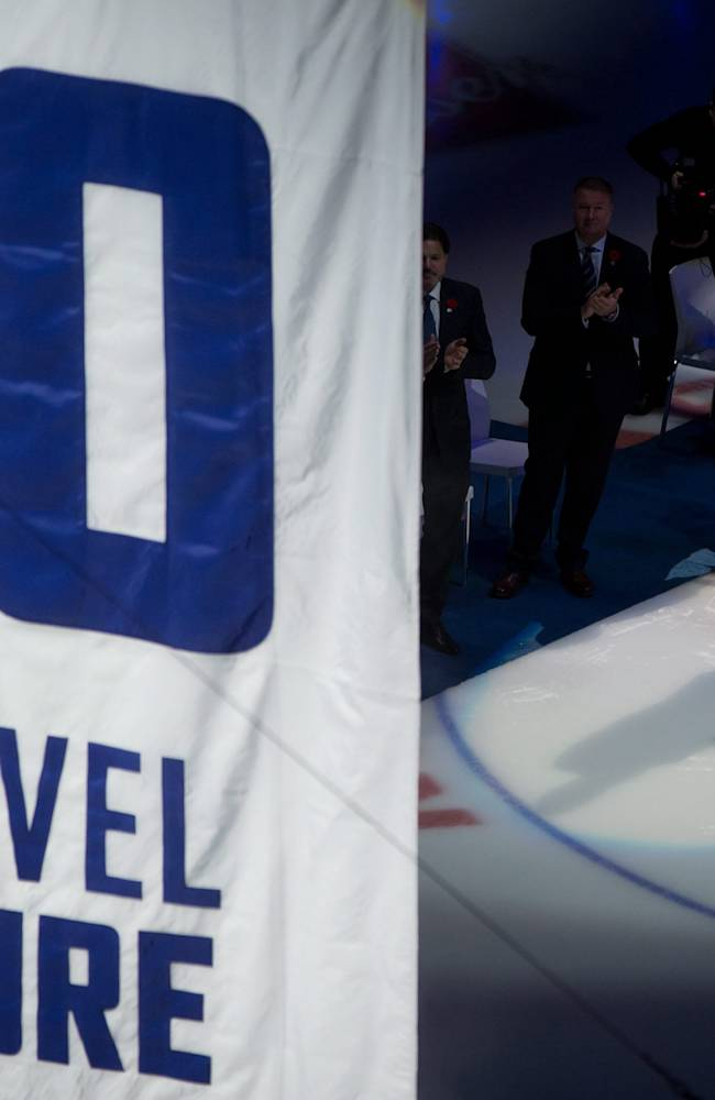 Canucks retire Pavel Bure's No. 10