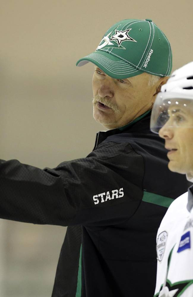 Dallas Stars head coach Lindy Ruff, left, talks to left wing Ray Whitney during NHL hockey camp Thursday, Sept. 19, 2013, in Frisco, Texas