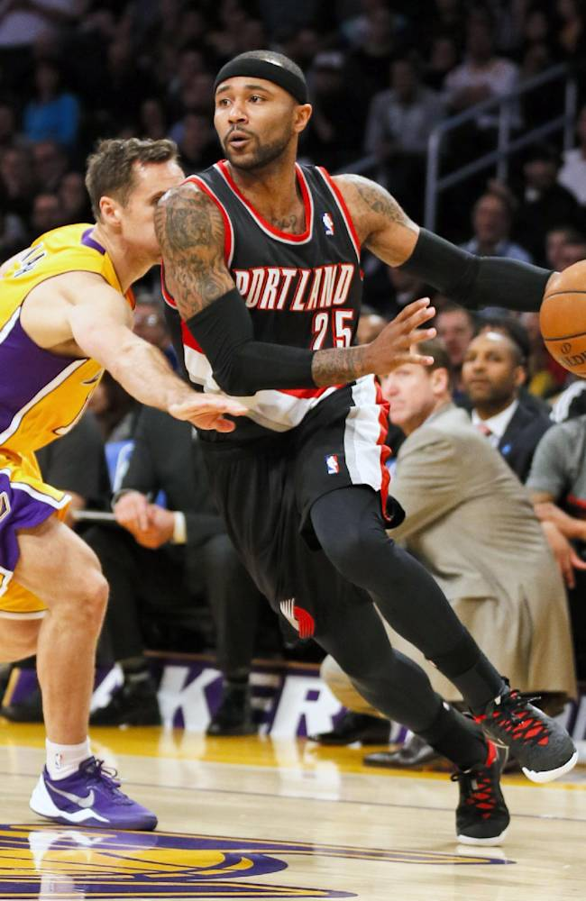 In this April 1, 2014, file photo, Portland Trail Blazers guard Mo Williams, right, drives around Los Angeles Lakers guard Steve Nash during the first half of an NBA basketball game in Los Angeles. The Minnesota Timberwolves and Mo Williams have agreed to a $3.75 million, one-year contract, the player's agency, Priority Sports, announced on Monday, July 28, 2014