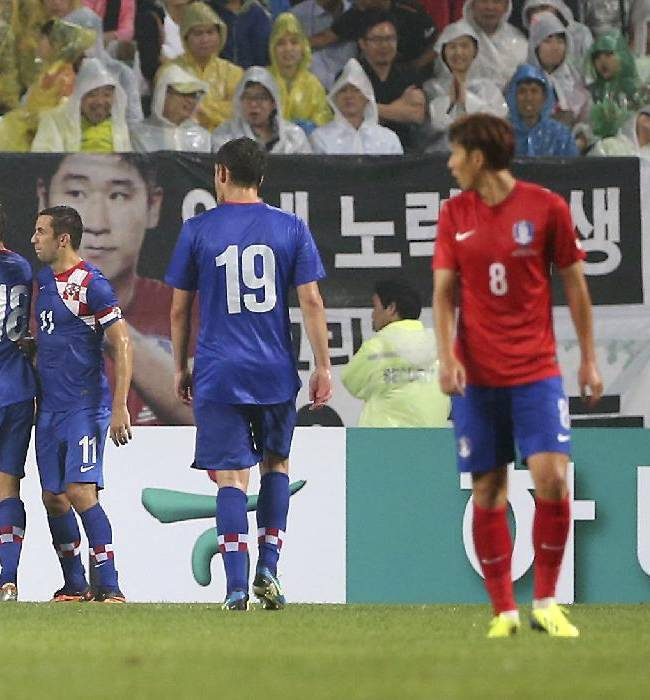 Croatia's Nikola Kalinic, second from left, celebrates his goal with teammates as South Korea's Koo Ja-cheol, right, and Son Heung-min (8) look on during their friendly soccer match at Jeonju World Cup stadium in Jeonju, south of Seoul, South Korea, Tuesday, Sept. 10, 2013. Croatia won the match 2-1