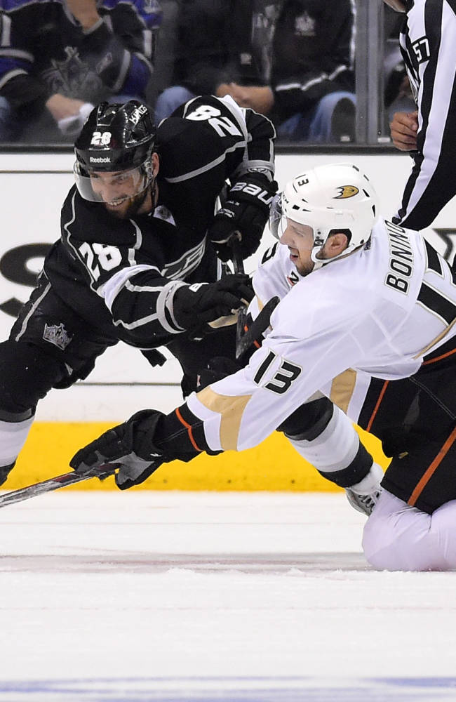 Los Angeles Kings center Jarret Stoll, left, and Anaheim Ducks center Nick Bonino battle for the puck during the second period in Game 3 of an NHL hockey second-round Stanley Cup playoff series, Thursday, May 8, 2014, in Los Angeles