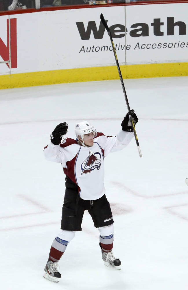 Barrie lifts Avalanche over Blackhawks 3-2 in OT