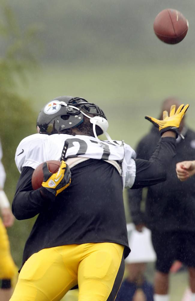 Pittsburgh Steelers running back LeGarrette Blount (27) makes a catch while carrying a football during practice at NFL football training camp in Latrobe, Pa., on Monday, July 28, 2014