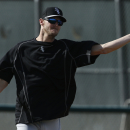 White Sox' Sale throws bullpen session after breaking foot The Associated Press