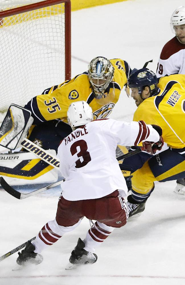 Rinne stops 29 shots as Predators beat Coyotes 2-0