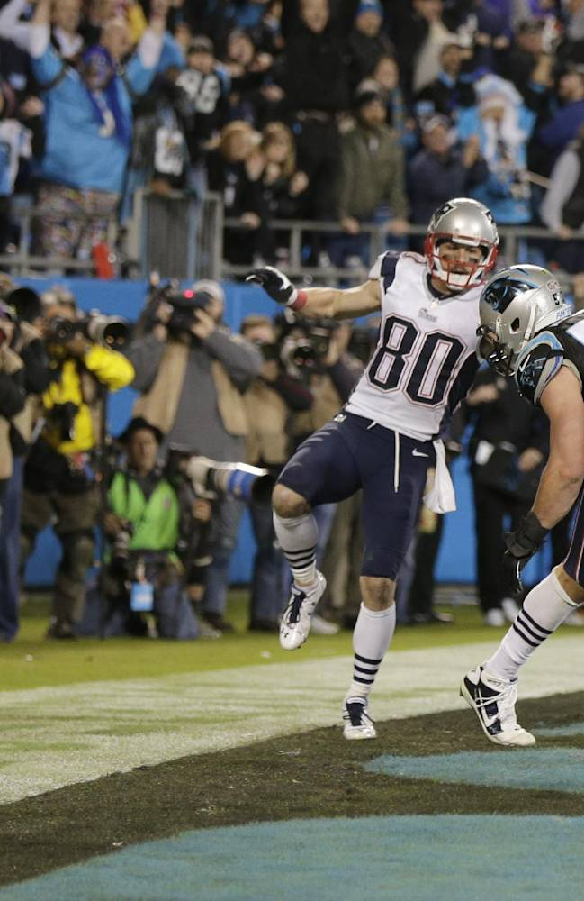 Brady, Gronk get moms' support on disputed call