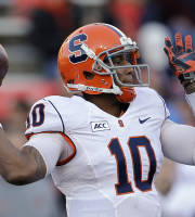 Syracuse quarterback Terrel Hunt throws to a receiver in the first half of an NCAA college football game against Maryland in College Park, Md., Saturday, Nov. 9, 2013. (AP Photo/Patrick Semansky)