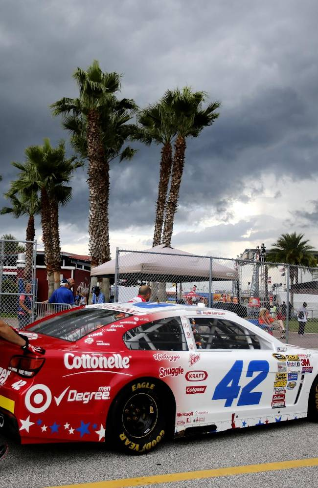 Rain washes out much of practice at Daytona