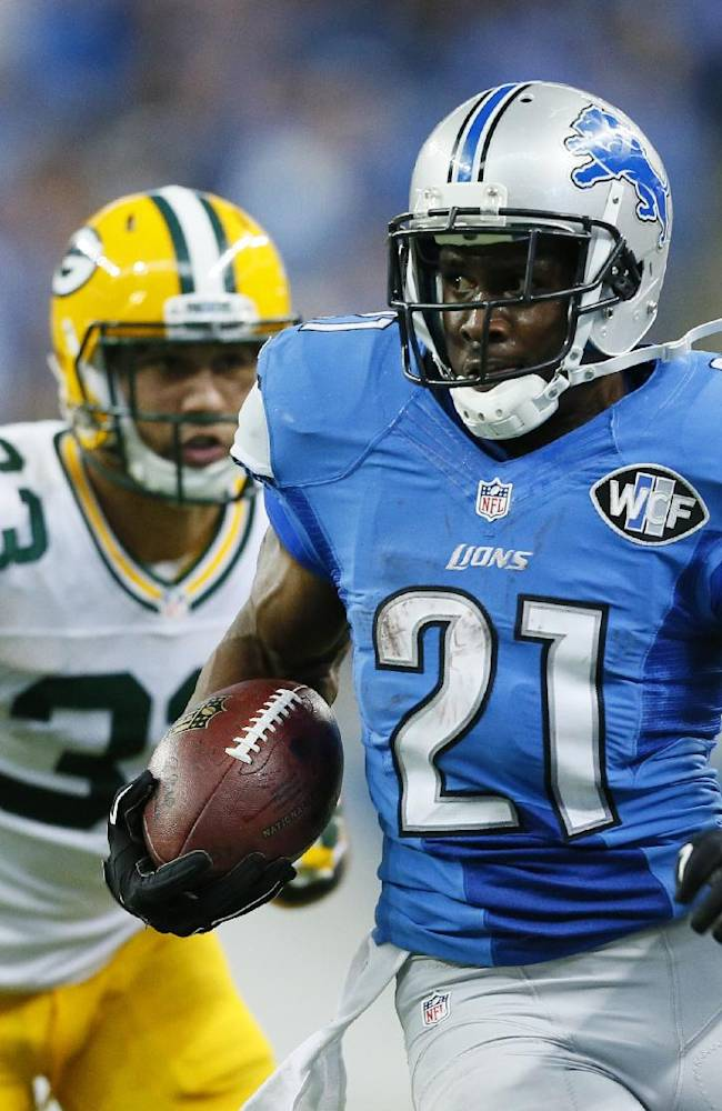 Detroit Lions running back Reggie Bush (21) breaks away from Green Bay Packers free safety Micah Hyde (33) for a 26-yard rushing touchdown during the second half of an NFL football game in Detroit, Sunday, Sept. 21, 2014
