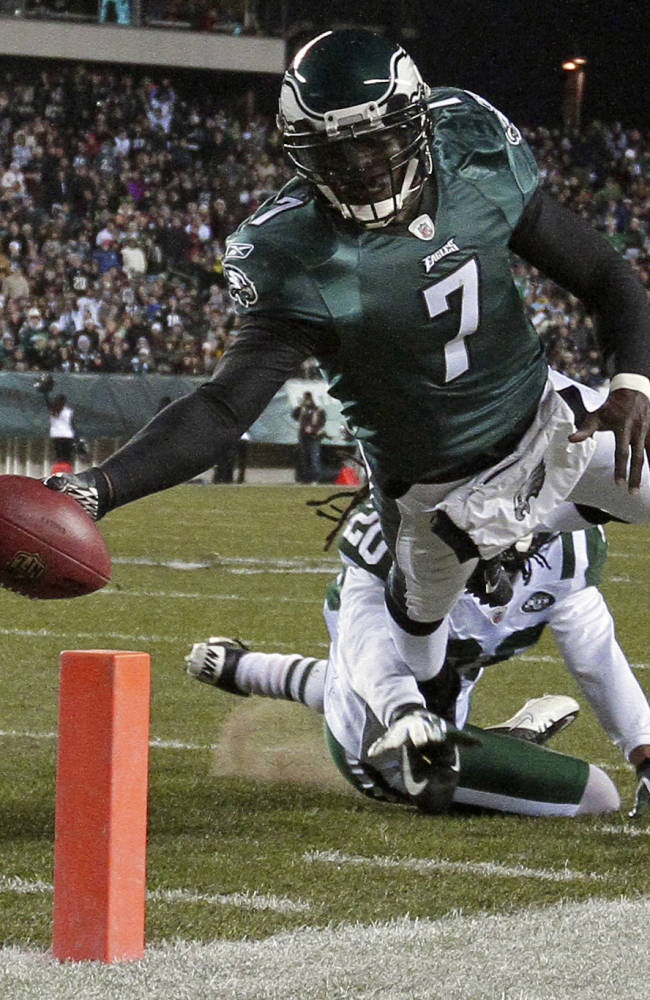 Jets sign Vick to challenge Smith for QB job