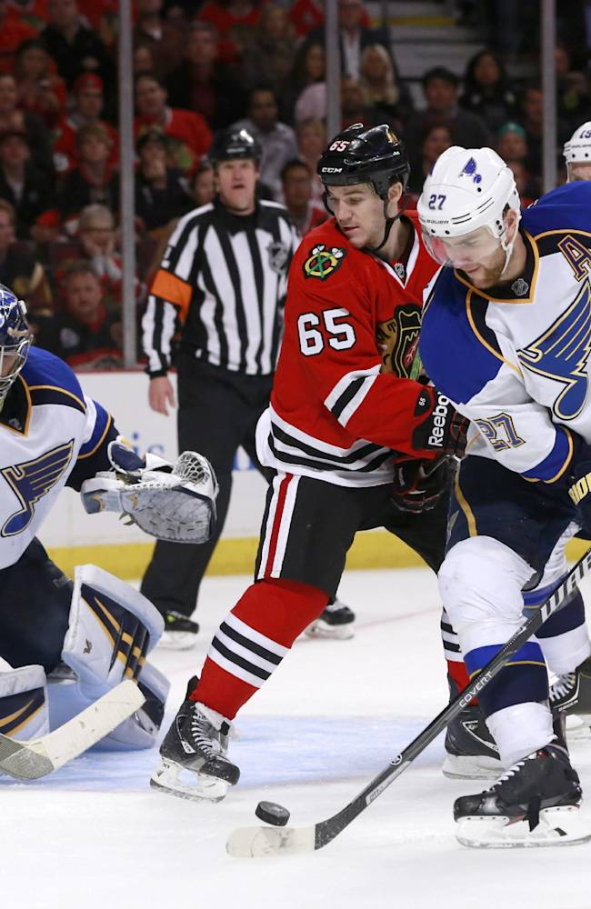 Blackhawks blank Blues 2-0 in Game 3