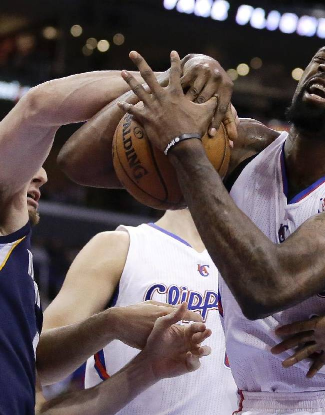 Los Angeles Clippers center DeAndre Jordan, right, and Memphis Grizzlies center Kosta Koufos battle for a loose ball during the first half of an NBA basketball game in Los Angeles, Monday, Nov. 18, 2013