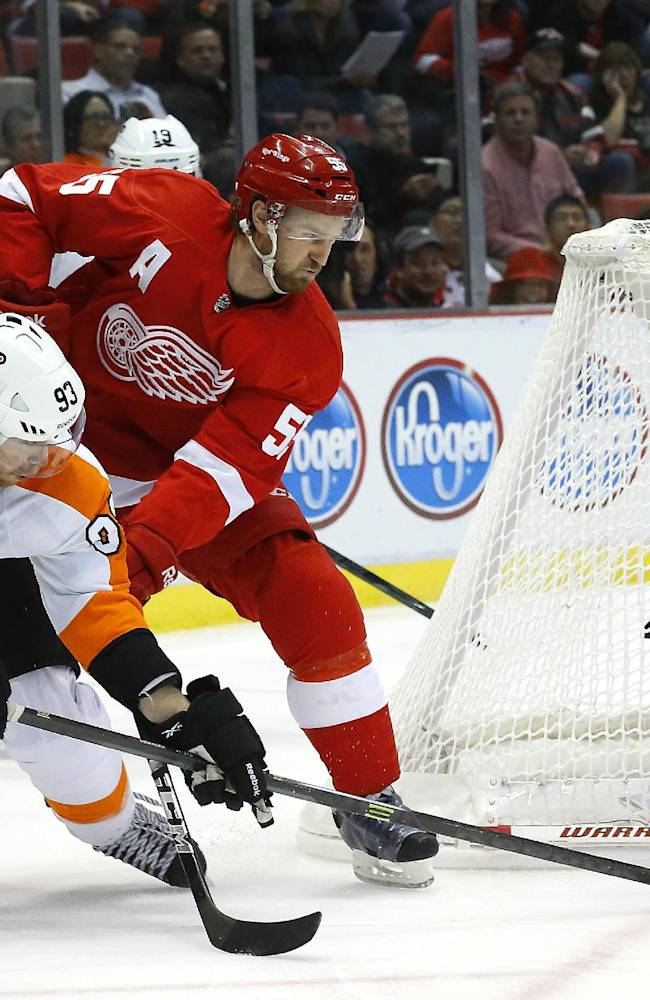 Flyers roll past Red Wings 6-3