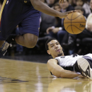 San Antonio Spurs' Danny Green, right, watches as New Orleans Pelicans' Al-Farouq Aminu steals the ball during the first half of an NBA basketball game, Monday, Nov. 25, 2013, in San Antonio The Associated Press