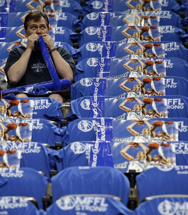 A pair of fans prepare for Game 6 of an NBA basketball first-round playoff series between the San Antonio Spurs and the Dallas Mavericks, Friday, May 2, 2014, in Dallas