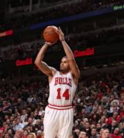 CHICAGO, IL - JANUARY 18: D.J. Augustin #14 of the Chicago Bulls puts up a shot during the game against the Philadelphia 76ers on January 18, 2014 at the United Center in Chicago, Illinois. (Photo by Gary Dineen/NBAE via Getty Images)