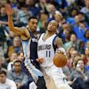 DALLAS, TX - JANUARY 27:  Monta Ellis #11 of the Dallas Mavericks controls the ball against Courtney Lee #5 of the Memphis Grizzlies in the second half at American Airlines Center on January 27, 2015 in Dallas, Texas. NOTE TO USER: User expressly acknowledges and agrees that, by downloading and or using this photograph, User is consenting to the terms and conditions of the Getty Images License Agreement.  (Photo by Tom Pennington/Getty Images)