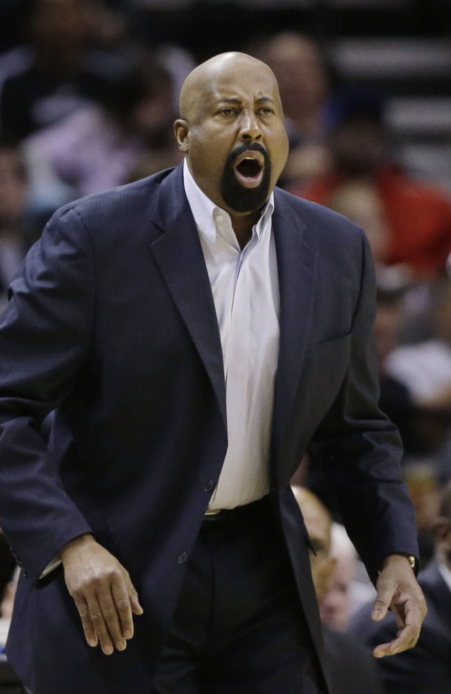 New York Knicks coach Mike Woodson calls to his players during the second half on an NBA basketball game against the San Antonio Spurs, Thursday, Jan. 2, 2014, in San Antonio. New York won 105-101