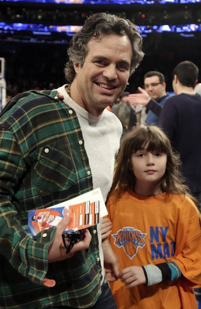 Actor Mark Ruffalo, and his daughter Bella, leave their courtside seats after the New York Knicks NBA basketball game with the Milwaukee Bucks at New York's Madison Square Garden, Saturday, March 15, 2014
