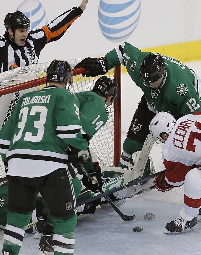 Howard, Zetterberg lead Red Wings past Stars, 5-1