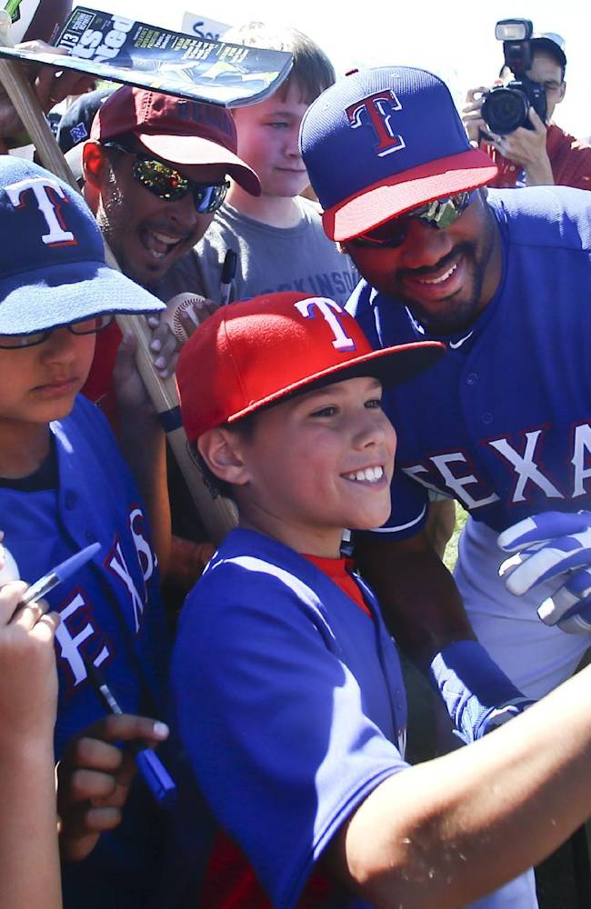 Seahawks QB Russell Wilson works out with Texas Rangers