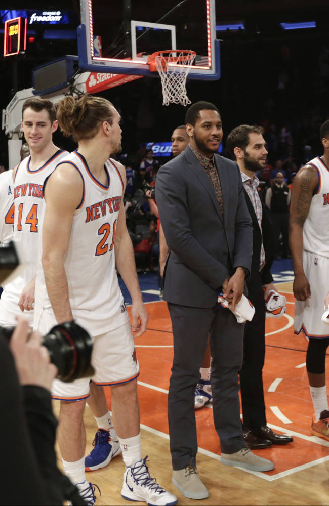 New York Knicks' Carmelo Anthony stands on the court with his teammates after an NBA basketball game against the Detroit Pistons on Wednesday, April 15, 2015, in New York. The Pistons won 112-90. (AP Photo/Frank Franklin II)