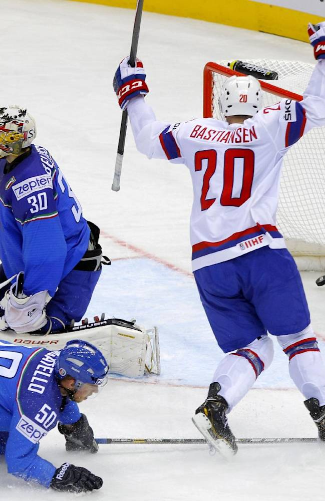 Canada, defending champ Sweden win at worlds