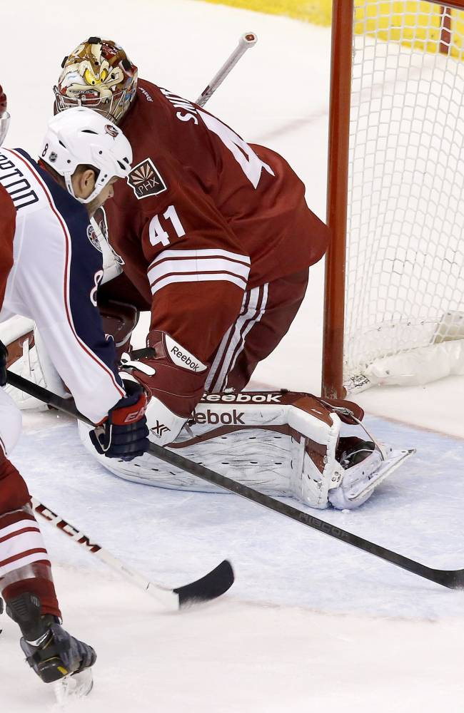 Horton scores in debut, Jackets blank Coyotes 2-0