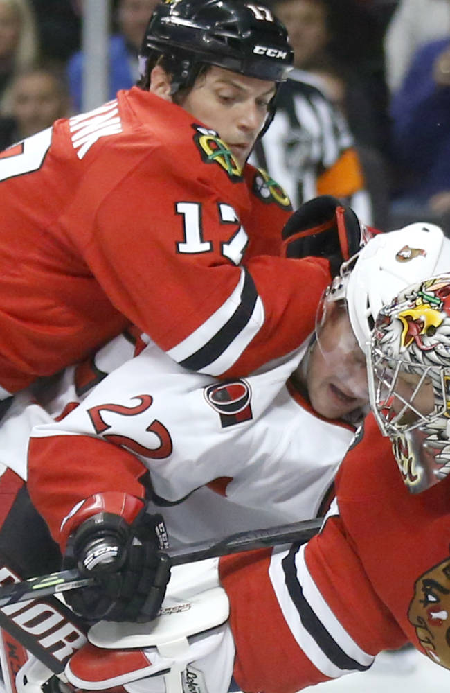 Toews powers Blackhawks past Senators