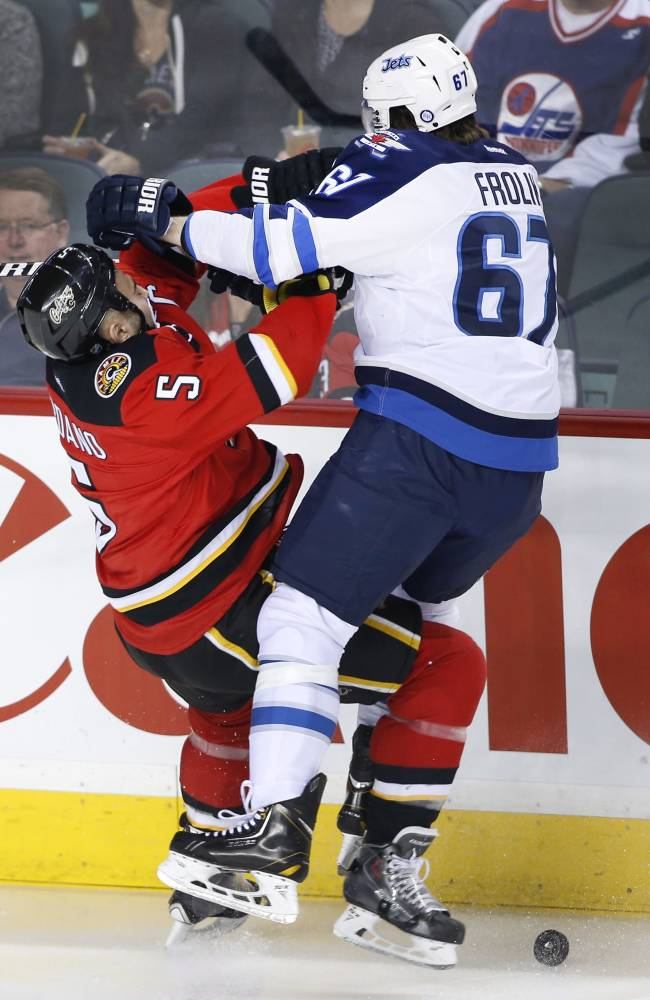 Postma's 1st goal lifts Jets over Flames