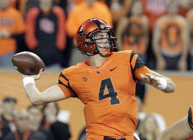 Oregon State quarterback Sean Mannion passes during the first half of an NCAA college football game against Southern California in Corvallis, Ore., Friday, Nov. 1, 2013