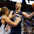 DALLAS, TX - JANUARY 27:  Nick Calathes #12 of the Memphis Grizzlies passes the ball against Chandler Parsons #25 of the Dallas Mavericks in the second half at American Airlines Center on January 27, 2015 in Dallas, Texas. NOTE TO USER: User expressly acknowledges and agrees that, by downloading and or using this photograph, User is consenting to the terms and conditions of the Getty Images License Agreement.  (Photo by Tom Pennington/Getty Images)