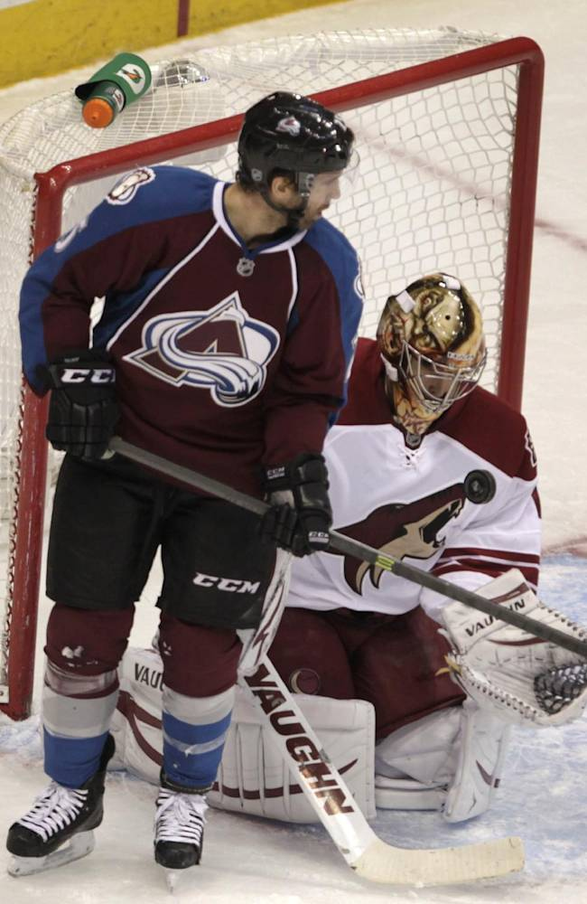 Vermette's 2 goals lead Coyotes past Avalanche 3-1
