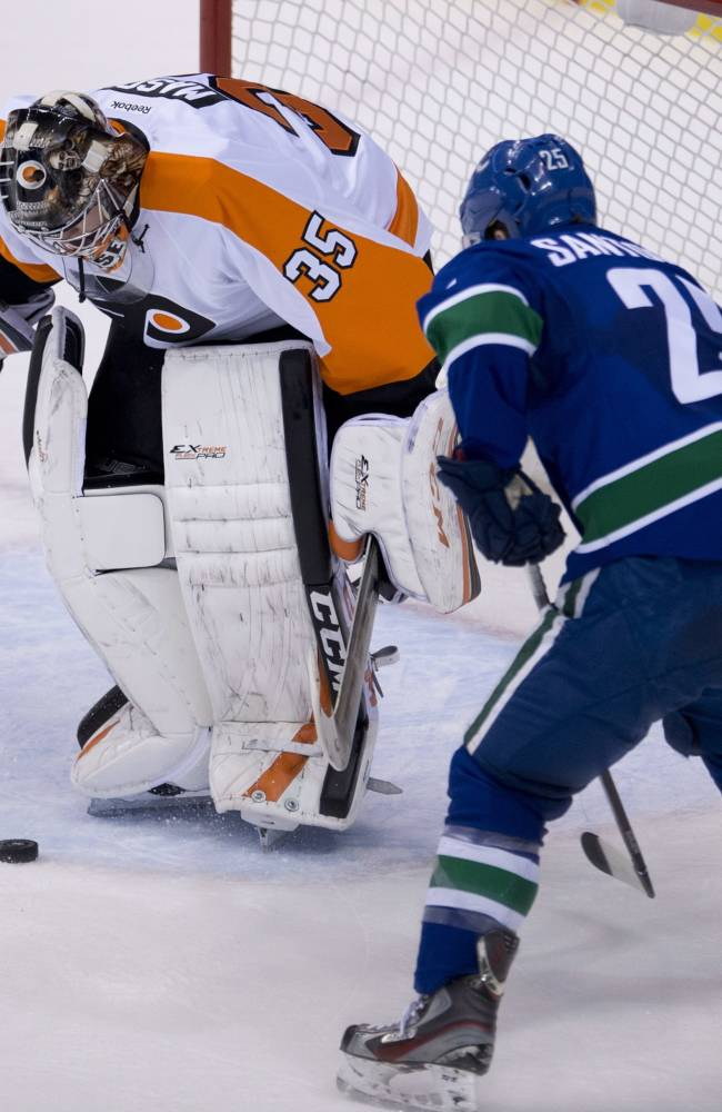 Flyers rally to tie, top Canucks 4-3 in shootout