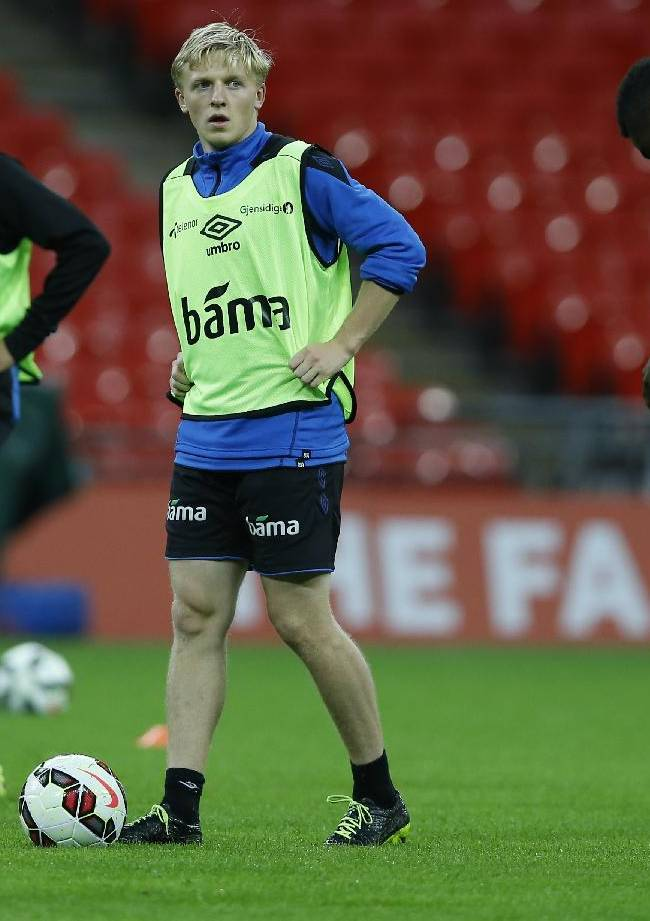 Norway's Mats Moller Daehli, centre, during a training session at Wembley Stadium in London, Tuesday, Sept. 2, 2014. England will play Norway in an international friendly soccer match at the stadium on Wednesday