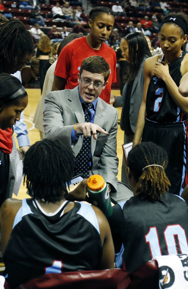 Tyler Summitt easing into head coaching career