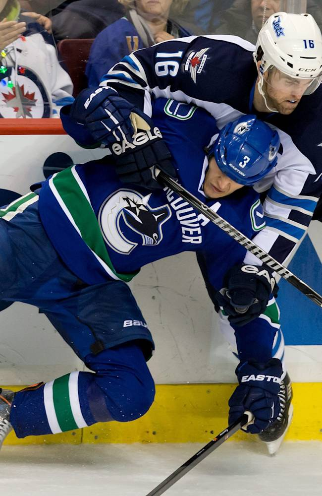 Luongo injured, Canucks beat Jets 2-1