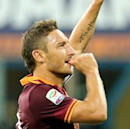 Roma confirms new Totti deal