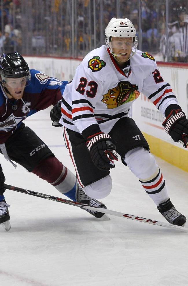 Varlamov leads Avalanche past Blackhawks 5-1