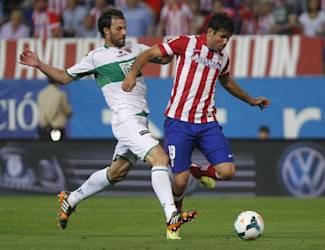 Atletico's Diego Costa, right, in action with Elche's Sergio Pelegrin, left, during a Spanish La Liga soccer match between Atletico de Madrid and Elche at the Vicente Calderon stadium in Madrid, Spain, Friday, April 18, 2014. (AP Photo/Gabriel Pecot)