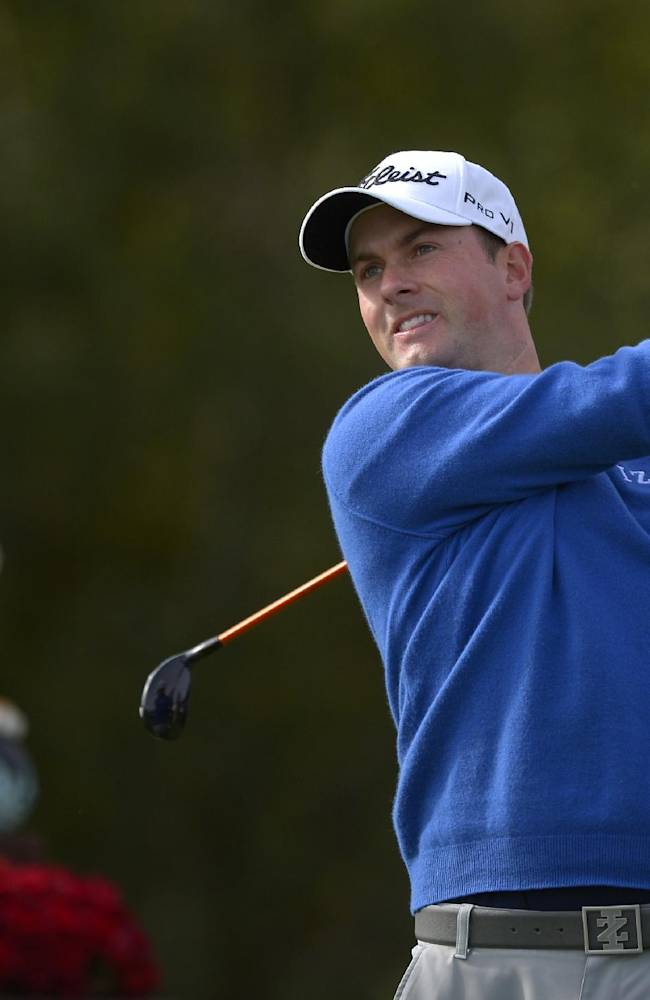 Webb Simpson tees off on the first hole as the tournament trophy is displayed behind him during the final round of the Northwestern Mutual World Challenge golf tournament at Sherwood Country Club, Sunday, Dec. 8, 2013, in Thousand Oaks, Calif