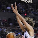 Memphis Grizzlies' Zach Randolph (50) shoots against Portland Trail Blazers' Robin Lopez (42) during the first half of an NBA basketball game in Portland, Ore., Sunday March 30, 2014 The Associated Press