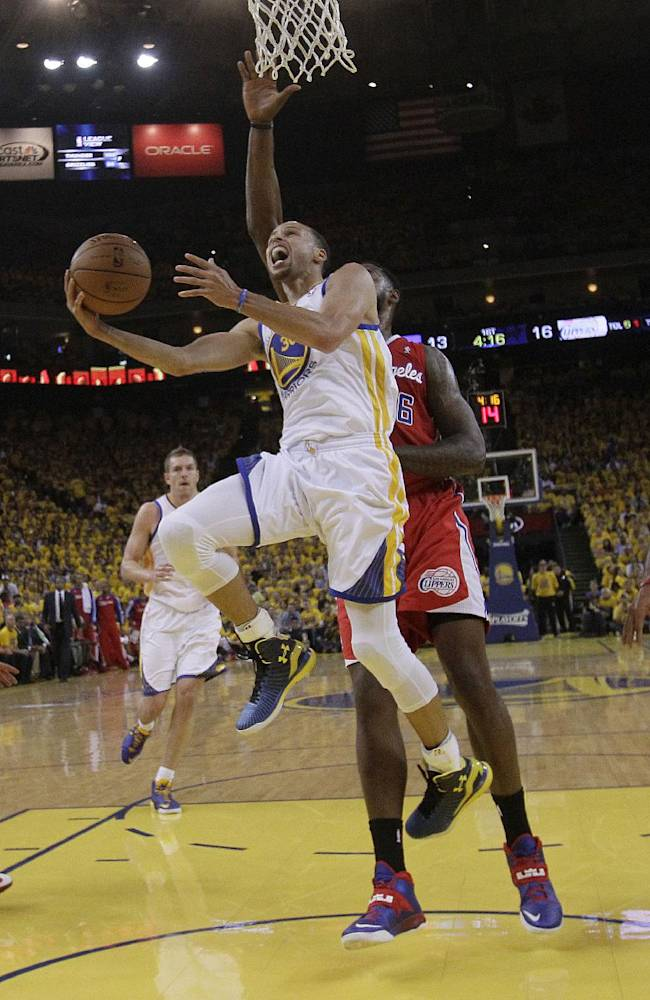 Golden State Warriors shooting guard Stephen Curry (30) shoots against the Los Angeles Clippers during the first half of Game 6 of an opening-round NBA basketball playoff series in Oakland, Calif., Thursday, May 1, 2014
